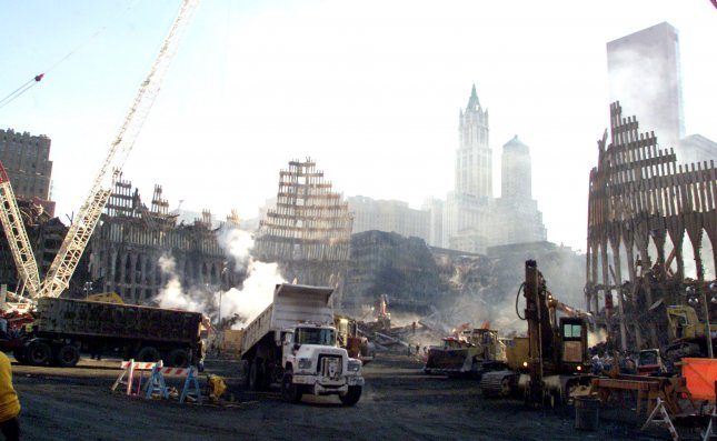 NYP2001101221 - 12 OCTOBER 2001 - NEW YORK, NEW YORK, USA: Crews with heavy equipment work at the ground zero site of the World Trade Center in New York, October 12, 2001. Smoke continues to pour from ground zero over a month after the collapse of the towers following being struck by hijacked jetliners. ep/Brad Rickerby/Pool UPI