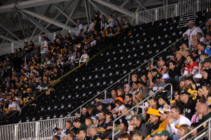 Hundreds of Super Bowl fans without seats - UPI com