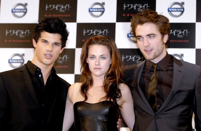 (L-R) Actor Taylor Lautner, Actress Kristen Stewart and Actor Robert Pattinson attend a press conference for the film Twilight in Tokyo, Japan, on February, 27, 2009. (UPI Photo/Keizo Mori)