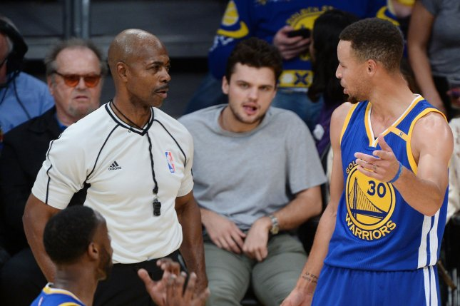 Golden State Warriors point guard Stephen Curry (R) argues the call during a game against the Los Angeles Lakers at Staples Center in Los Angeles on November 4, 2016. File photo by Jim Ruymen/UPI