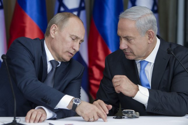 Russian President Vladimir Putin (L) and his host, Israeli Prime Minister Binyamin Netanyahu, in Jerusalem, June 25, 2012. UPI/Jim Hollander/Pool