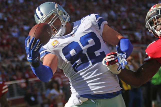 Dallas Cowboys TE Jason Witten (82) pulls in an 18-yard Dak Prescott pass  one handed as San Francisco 49ers Jimmie Ward (25) holds his other in the  second ... d83b60165