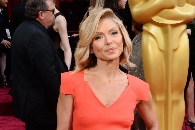 Kelly Ripa accidentally sends in-laws sexy selfie