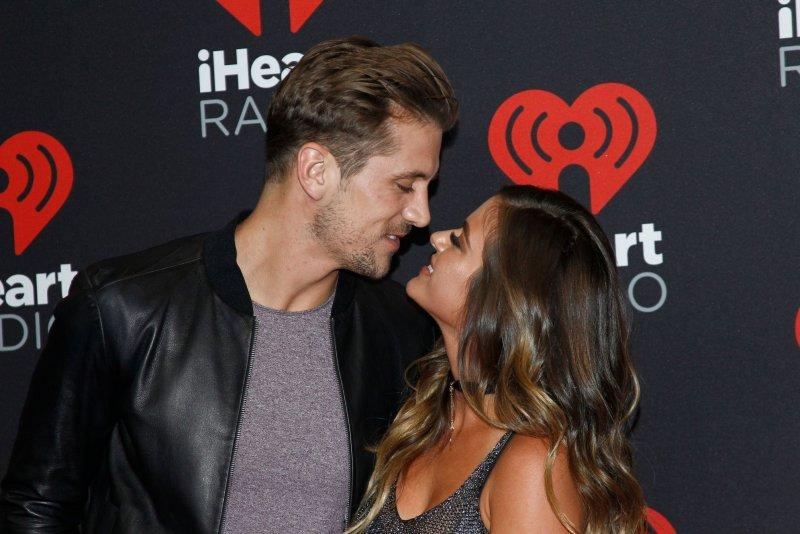 'Bachelorette' stars JoJo Fletcher, Jordan Rodgers to host TBS dating show