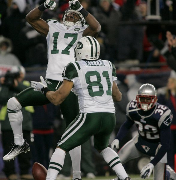 Wide receiver Braylon Edwards (17), then with the New York Jets, celebrates his touchdown with teammate tight end Dustin Keller (81) in the second quarter of the AFC division playoff game against the New England Patriots at Gillette Stadium in Foxborough, Mass., Jan. 16, 2011. UPI/Matthew Healey