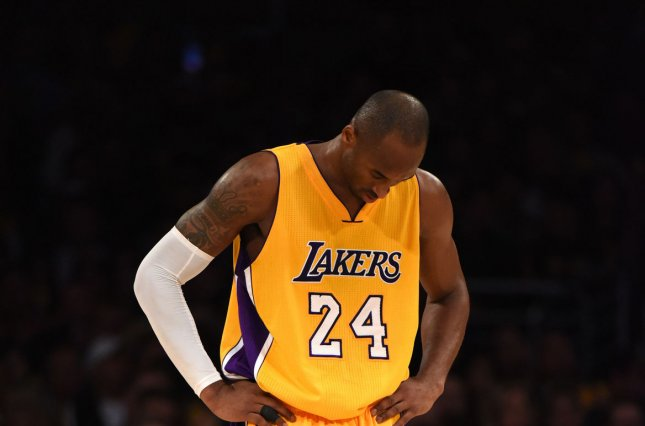 Los Angeles Lakers guard Kobe Bryant stands with his head down during loss against the Memphis Grizzlies during their NBA game at Staples Center in Los Angeles, November 26, 2014. The Grizzlies defeated the Lakers 99-93. UPI/Jon SooHoo