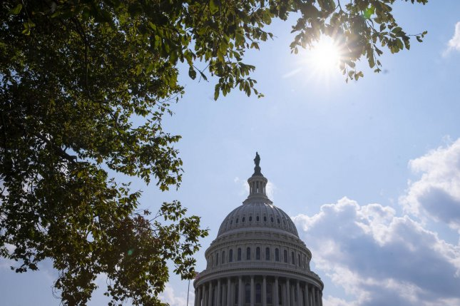 Suspect in standoff near U.S. Capitol surrenders after bomb threat