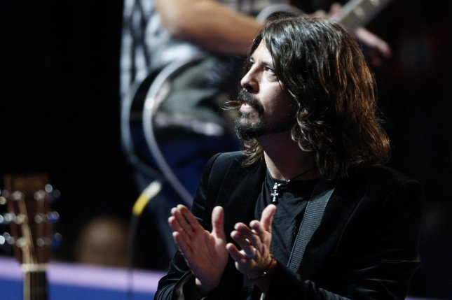 Dave Grohl of Foo Fighter sings during the 2012 Democratic National Convention at the Time Warner Cable Arena in Charlotte, North Carolina on September 6, 2012. (UPI/Nell Redmond)