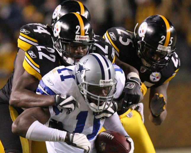 Pittsburgh Steelers Ike Taylor (24) and Ryan Clark (25) stop Dallas Cowboys Roy E. Williams (11) from getting a first down during the fourth quarter at Heinz Field in Pittsburgh, Pennsylvania on December 7, 2008. .(UPI Photo/Stephen Gross)