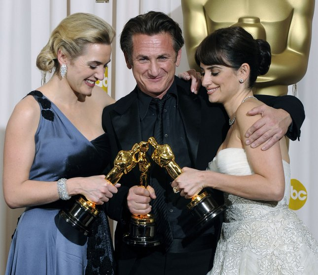 (L to R) Kate Winslet, Sean Penn, and Penelope Cruz hold their Oscars backstage at the 81st Academy Awards in Hollywood on February 22, 2009. Winslet won best actress, Penn won best actor, and Cruz won best supporting actress. UPI/Phil McCarten