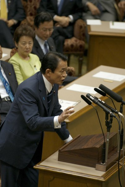 Japan's Prime Minister Taro Aso faces Yukio Hatoyama, head of the main opposition Democratic Party of Japan, during the parliamentary debate between the party bosses in the Upper House of the Diet in Tokyo, Japan, on May 27, 2009. (UPI Photo/Keizo Mori) (UPI photo/Keizo Mori)