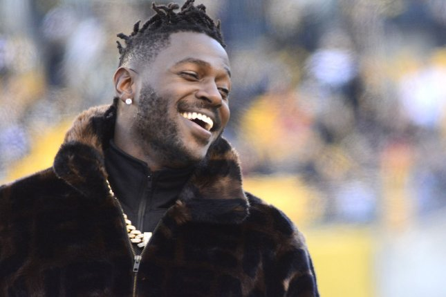 Pittsburgh Steelers wide receiver Antonio Brown (84) on the sidelines during warm ups before the Steelers' 16-13 win against the Cincinnati Bengals on December 30 at Heinz Field in Pittsburgh. Photo by Archie Carpenter/UPI