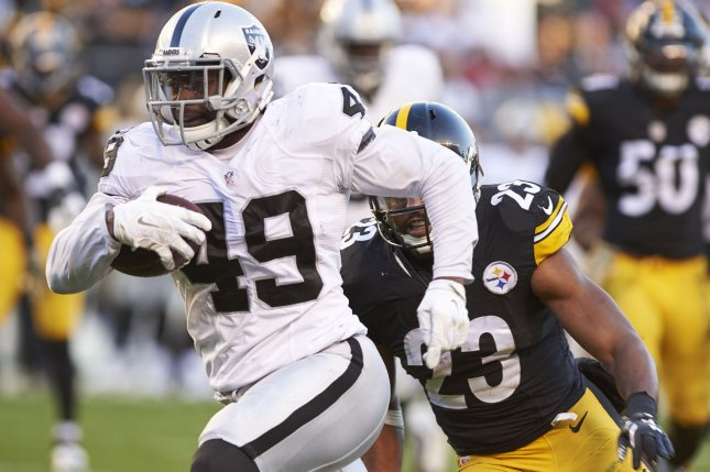 Raiders trade Jamize Olawale to Cowboys