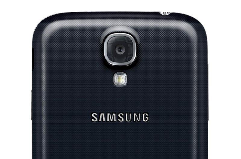 Girl's Samsung Galaxy S4 cellphone catches fire under her pillow