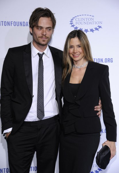 Actress Mira Sorvino R And Husband Christopher Backus Attend The Clinton Foundation Gala In Honor Of A Decade Difference Held At Hollywood