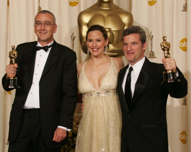 Actress and presenter Jennifer Garner poses with Mike Hopkins (L) and Ethan Van der Ryn who won the Oscar for achievement in sound editing for their work on King Kong at the 78th Annual Academy Awards at the Kodak Theatre in Hollywood, Ca., on March 5, 2006. (UPI Photo/Gary C. Caskey)