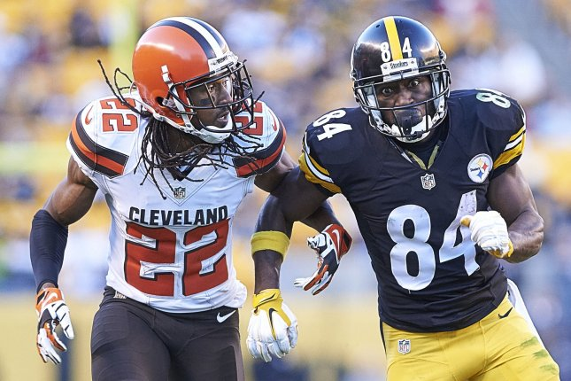 Former Cleveland Browns cornerback Tramon Williams (22) covers Pittsburgh Steelers wide receiver Antonio Brown (84) in 2015 at Heinz Field in Pittsburgh, Pa. File photo by Shelley Lipton/UPI