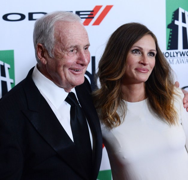 Producer Jerry Weintraub and recipient of the Hollywood Legend Award and Supporting Actress of the Year honoree Julia Roberts arrive on the red carpet for the 17th annual Hollywood Film Awards gala presented by the Los Angeles Times at the Beverly Hilton Hotel in Beverly Hills, California on October 21, 2013. The event honors excellence in the art of filmmaking as well as creative talent within the global community. UPI/Jim Ruymen
