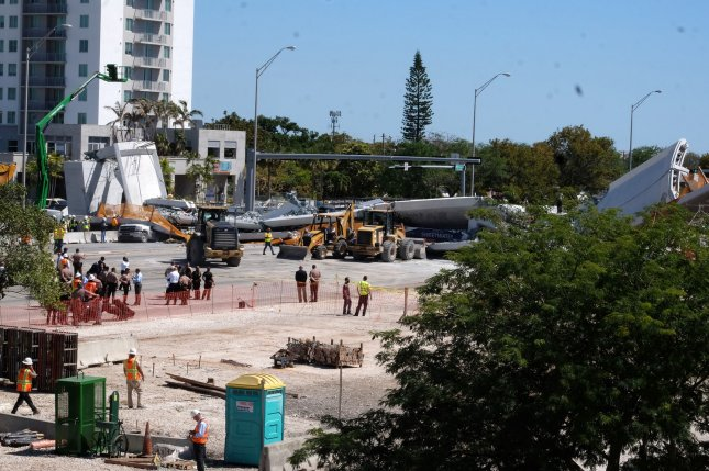 Florida campus honours bridge collapse victims