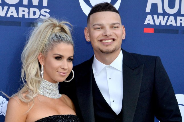 Look Kane Brown Wife Katelyn Expecting First Child Upi Com