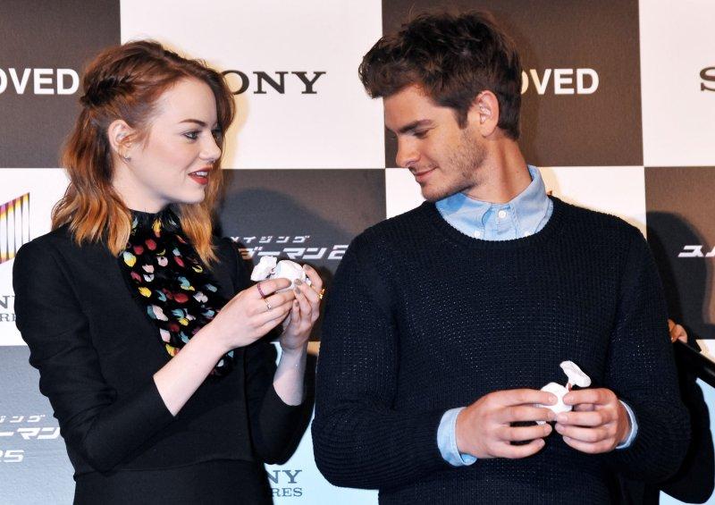 Emma Stone praises Andrew Garfield, says he's 'poetic'