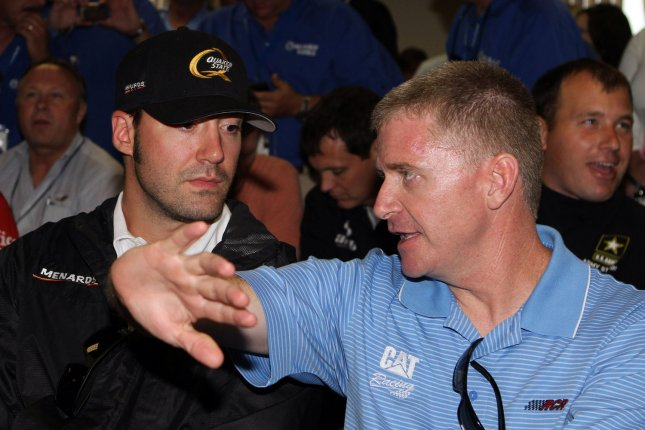 Jeff Burton (R) and Paul Menard. UPI Photo/Martin Fried