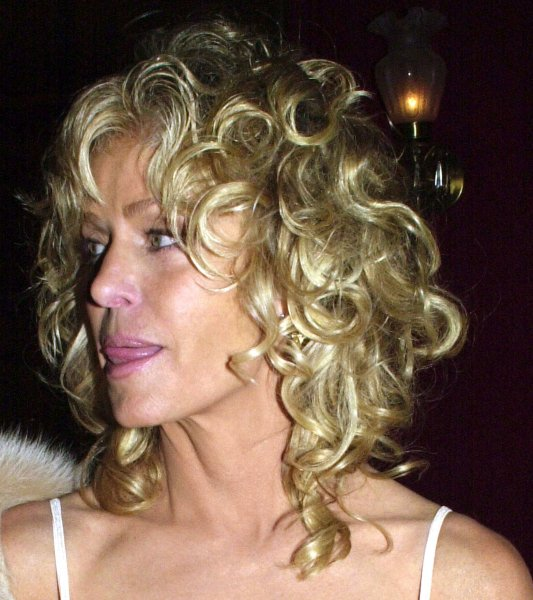 NYP2000101103- 11 OCTOBER 2000- NEW YORK, NEW YORK, USA: Actress Farrah Fawcett wets her lips as she arrives to the October 10 New York premiere of her film Dr. T & The Women. rw/ep/Ezio Petersen UPI