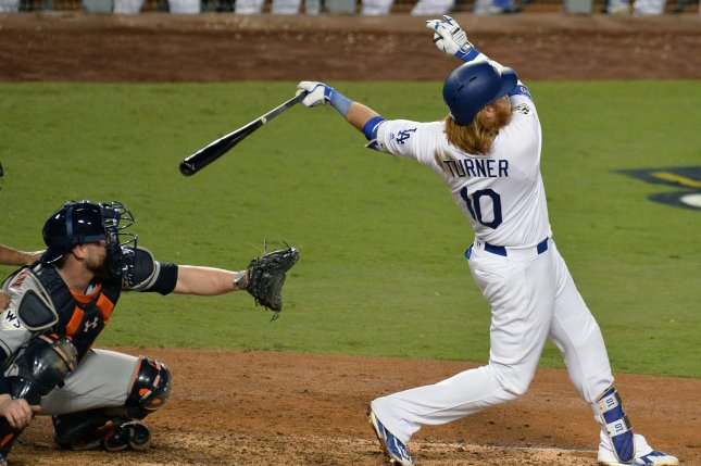5d1f6d524 2017 World Series  Los Angeles Dodgers  Justin Turner goes lighter to go  deep