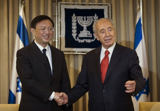 Israel's President Shimon Peres (R), shown with Chinese Foreign Minister Yang Jiechi in Jerusalem April 23, 2009. (UPI Photo/Dan Balilty/Pool)