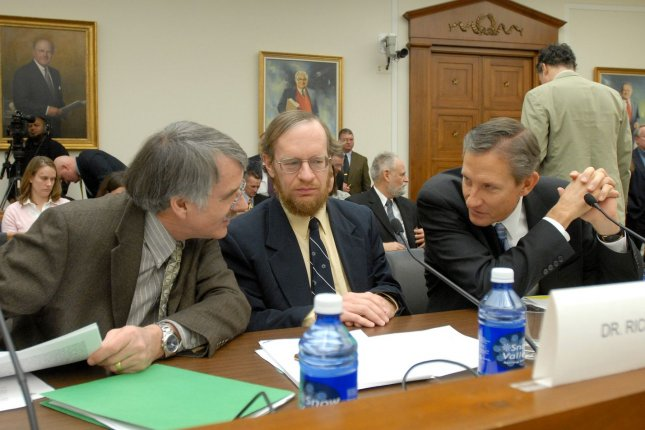 Kevin Trenberth, Richard Alley, Gerald Meeh (L to R), lead members of IPCC Working Group I, confer prior to testifying before a House Science and Technology Committee hearing on The State of Climate Change Science 2007: The Findings of the Fourth Assessment Report by the Intergovernmental Panel on Climate Change (IPCC), Working Group I Report, on Capitol Hill in Washington on February 8, 2007. (UPI Photo/Roger L. Wollenberg)