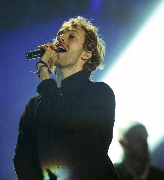 Chris Martin of Coldplay performs at the 2006 Juno Music Awards in Halifax, Nova Scotia, April 2, 2006. (UPI Photo/Heinz Ruckemann)