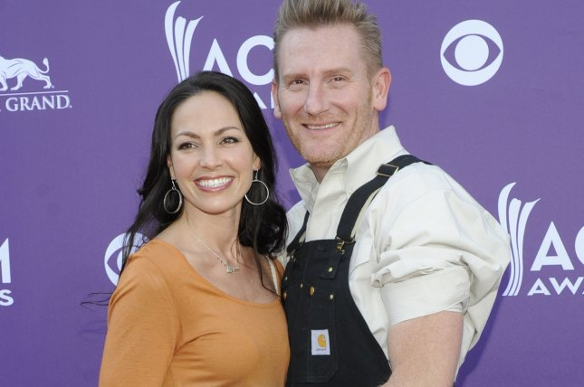 Singers Joey Feek (L) and Rory Feek of Joey + Rory arrive at the Academy of Country Music Awards in 2013. File Photo by David Becker/UPI