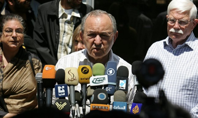 UN investigator Richard Goldstone (C), former chief prosecutor at the International Criminal Tribunals for the former Yugoslavia and Rwanda, is speaking to reporters, at the Rafah border crossing with Egypt, in the southern Gaza, June 1, 2009. UN investigators have arrived in the Gaza to probe alleged violations of international law during Israel's offensive against Gaza in December 2008 and January 2009. (UPI Photo/Ismael Mohamad)