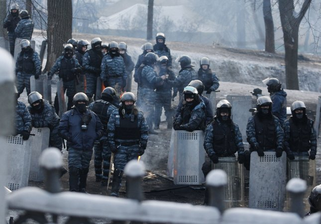 Ukrainian riot police stand near a barricade operated by anti-government protesters at the site of clashes with riot police in Kiev on January 25, 2014. Ukrainian President Viktor Yanukovich promises changes after violent clashes. (UPI/Ivan Vakolenko)