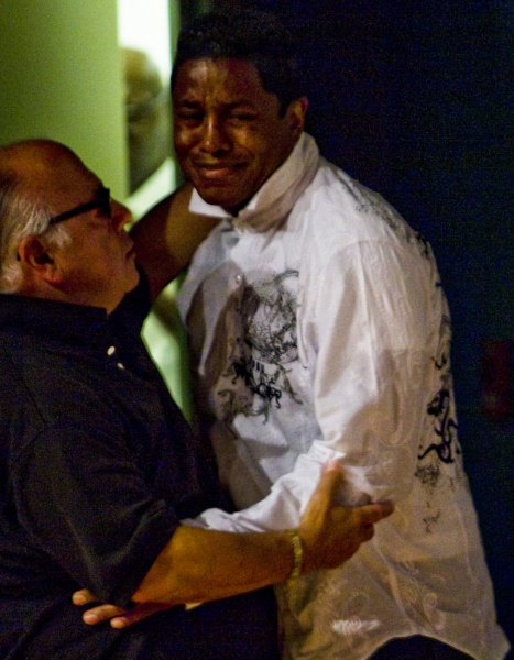 Jermaine Jackson, the brother of pop star Michael Jackson, cries after a press conference at the UCLA Medical Center in Los Angeles, California on June 25, 2009. Jermaine announced the death of his brother in his house in Los Angeles. (UPI Photo/Hector Mata)