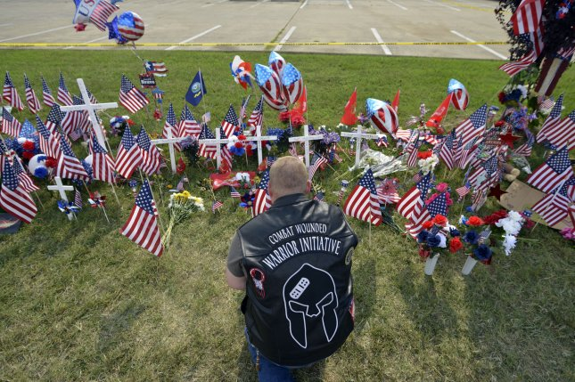 Marcus Varnell prays at a makeshift memorial at the U.S. Navy Operational Support Center & Marine Corps Reserve Center in Chattanooga, Tenn., on Saturday. Photo by Billy Weeks/UPI