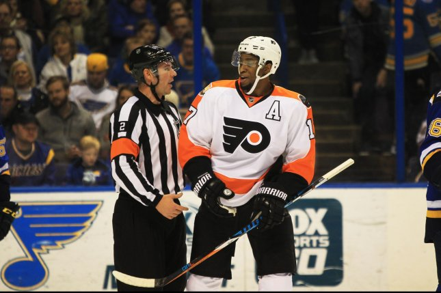 Philadelphia Flyers' Wayne Simmonds makes a comment to referee Jon Mclsaac in the first period against the St. Louis Blues at the Scottrade Center in St. Louis on December 28, 2016. Photo by Bill Greenblatt/UPI