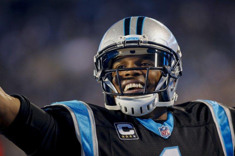 Carolina Panthers pound Tampa Bay Buccaneers, lock up NFC's top spot