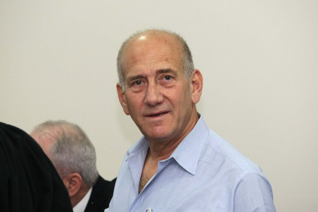 Former Israeli Prime Minister Ehud Olmert arrives in the District Court for the first day of his trial on charges of corruption, on September 25, 2009 in Jerusalem, Israel. Olmert is accused of taking cash payments from American-Jewish businessman Morris Talansky, advancing the interests of clients of a former law partner and double-billing Israeli charities for overseas travel expenses during fund-raising trips. UPI/Amit Shabi/Pool..