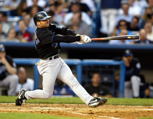 NYP2002080756 - NEW YORK, August 7 (UPI) - Kansas City Royals' Chuck Knoblauch hits a single in the 3rd inning of the New York Yankees v. Kansas City Royals game at Yankee Stadium on August 6, 2002. .mk/lc/Laura Cavanaugh UPI