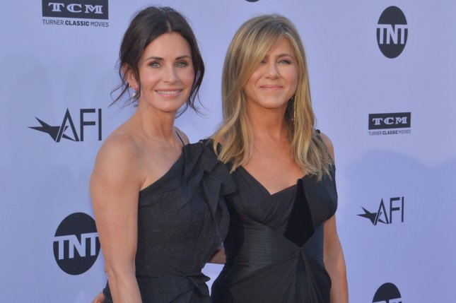 Friends alums Courteney Cox (L) and Jennifer Aniston. Thanksgiving episodes of Friends will be coming to theaters. File Photo by Jim Ruymen/UPI