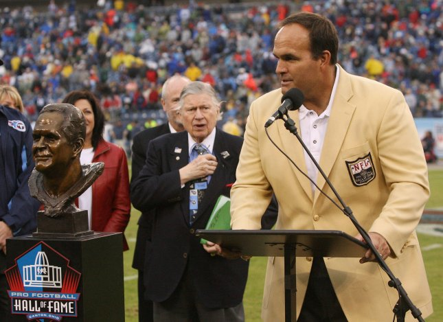 Tennessee Titans owner Bud Adams, center, as retired lineman Bruce Matthews speaks about his induction into the Pro Football Hall of Fame at LP Field in Nashville, Dec. 2, 2007. (UPI Photo/Frederick Breedon IV)