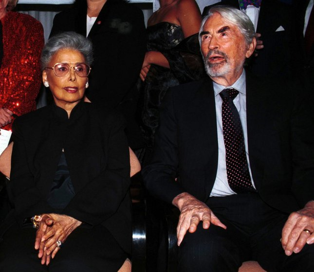 NYP99101904 - 19 OCTOBER 1999- NEW YORK, NEW YORK, USA: Actress-singer Lena Horne and actor Gregory Peck at the October 18 Citizens Committee Awards benefit in honor of Ms. Horne. ep/Ezio Petersen UPI