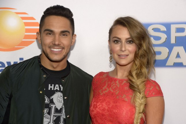 dancing with the stars alexa penavega earns first perfect score of
