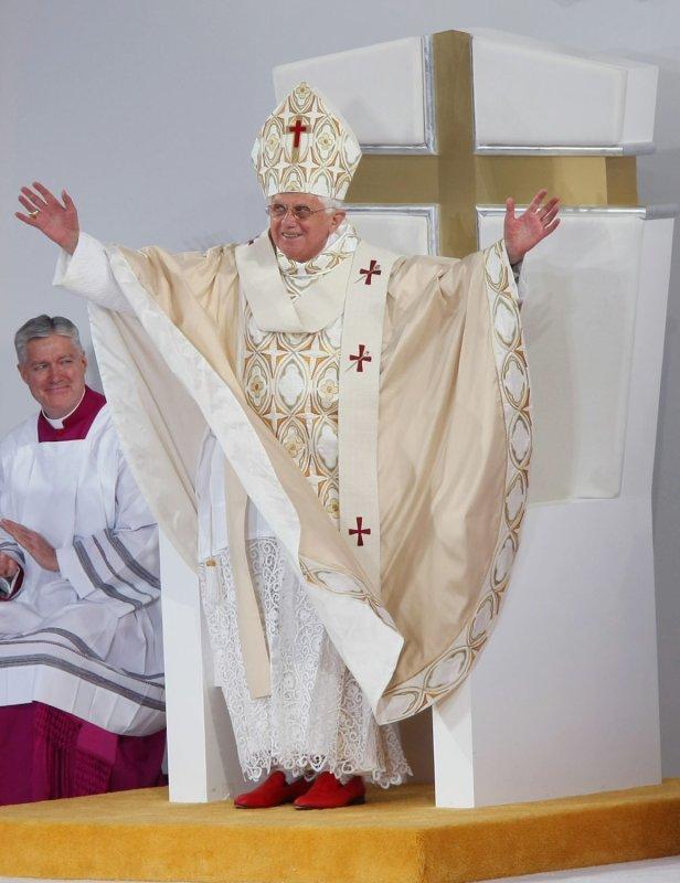 Pope Benedict XVI (UPI Photo/John Angelillo)
