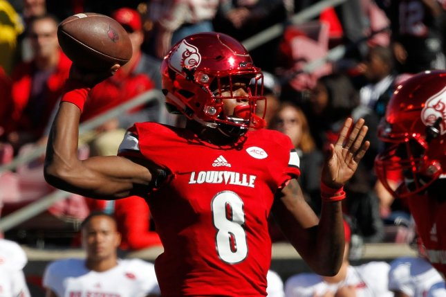 f07d3590bbc The Louisville Cardinals and quarterback Lamar Jackson try to continue on  their march to the college football playoff when they take on the Houston  Cougars ...
