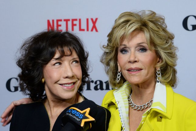 947c1fa750d51a Cast members Lily Tomlin (L) and Jane Fonda attend the premiere of  Netflix's comedy series