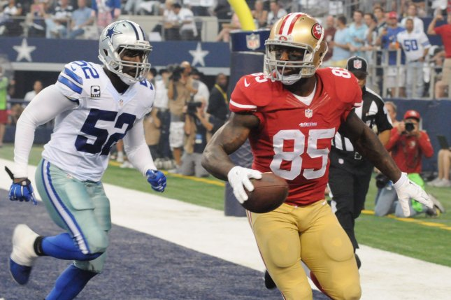 San Francisco 49ers Vernon Davis makes a catch for a touchdown in front of Dallas Cowboys Justin Durant at AT&T Stadium on September 7, 2014 in Arlington, Texas. UPI/Ian Halperin