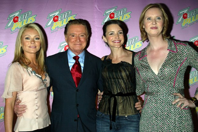 (Left to right): Kelly Ripa, Regis Philbin, Kristin Davis and Cynthia Nixon pose for pictures at the private screening of the new 7 Up Plus commercials at Great Jones Spa in New York on October 19, 2004. (UPI Photo/Laura Cavanaugh)