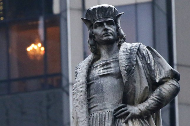 Columbus statue to stay put, mayor says